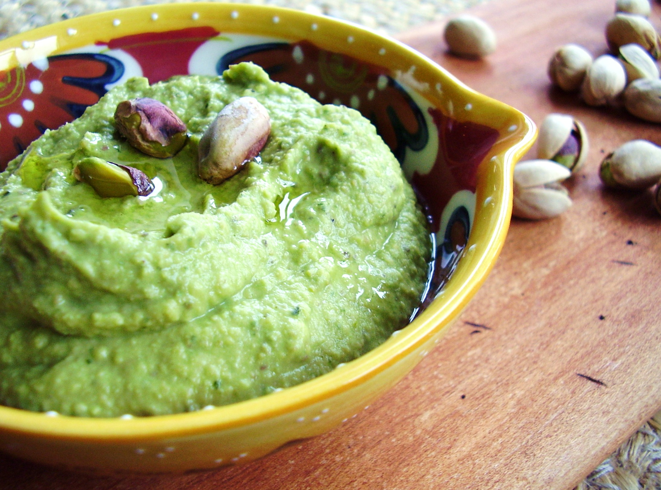 pistachio pesto hummus spread