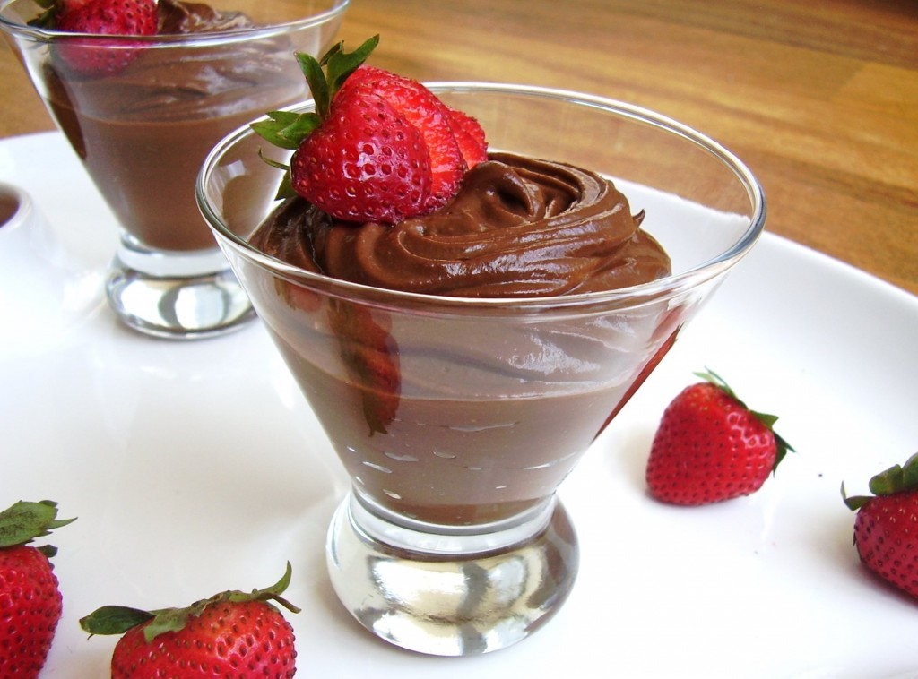 dark chocolate-covered strawberry mousse pudding