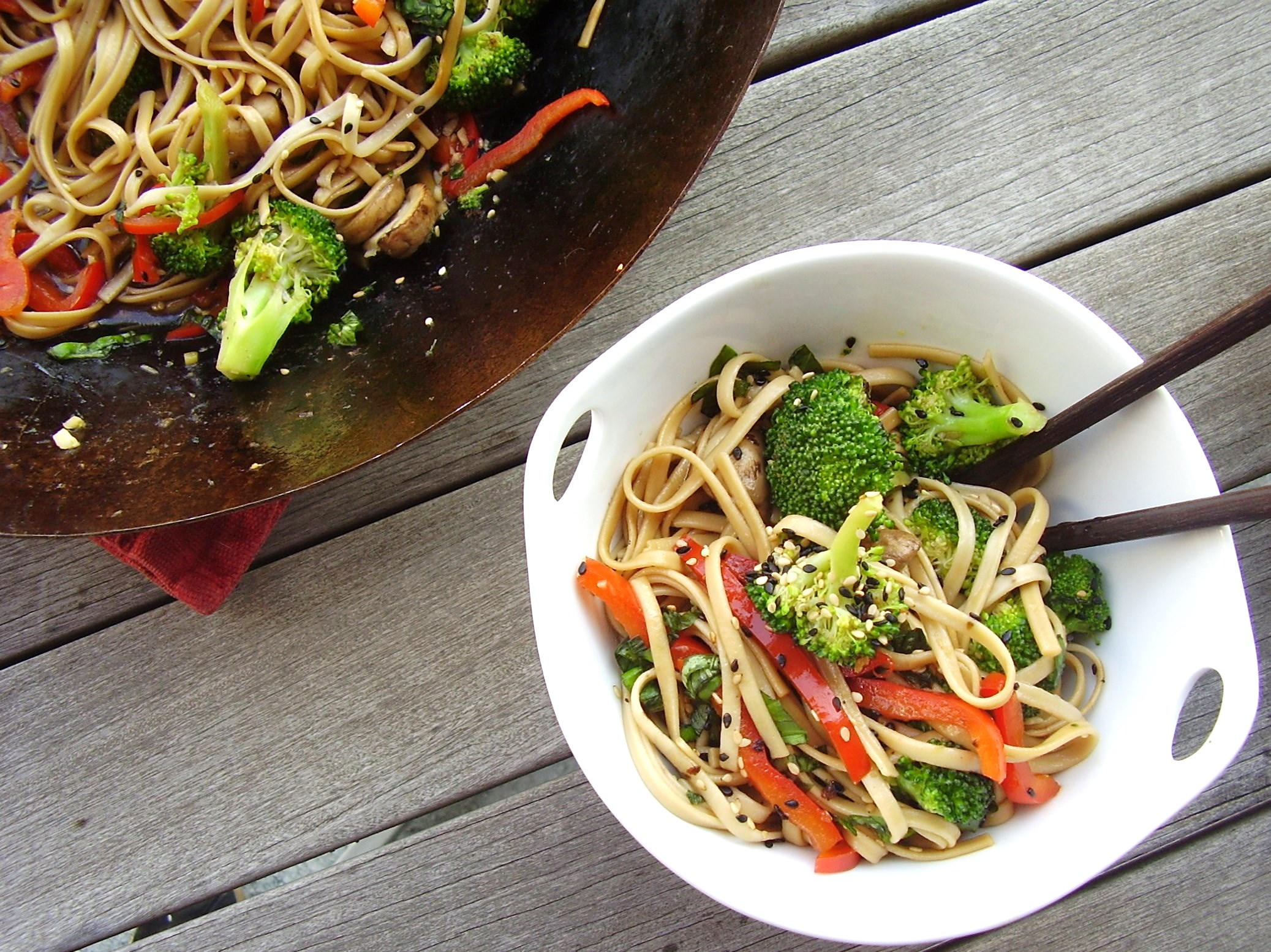 meatless monday: baby bella and broccoli lo mein