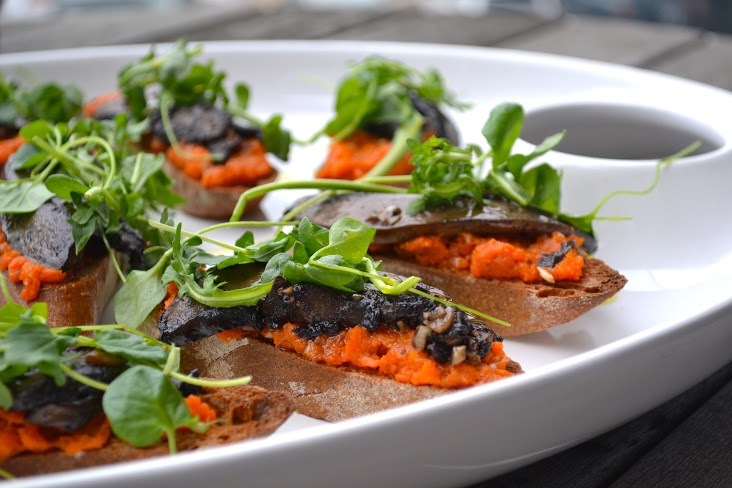vegan portabella crostini with tunisian carrot puree and greens