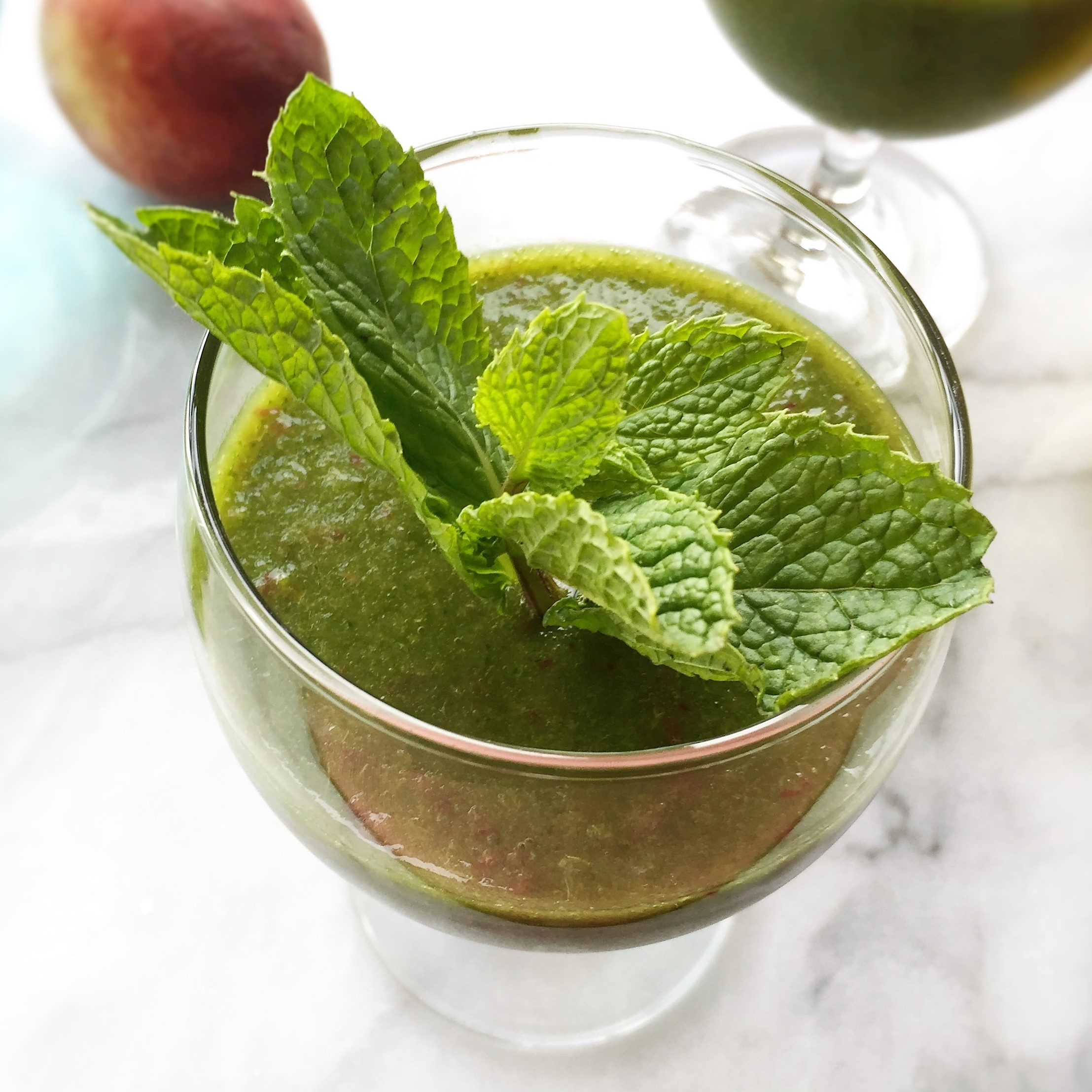 summery green smoothie cocktail
