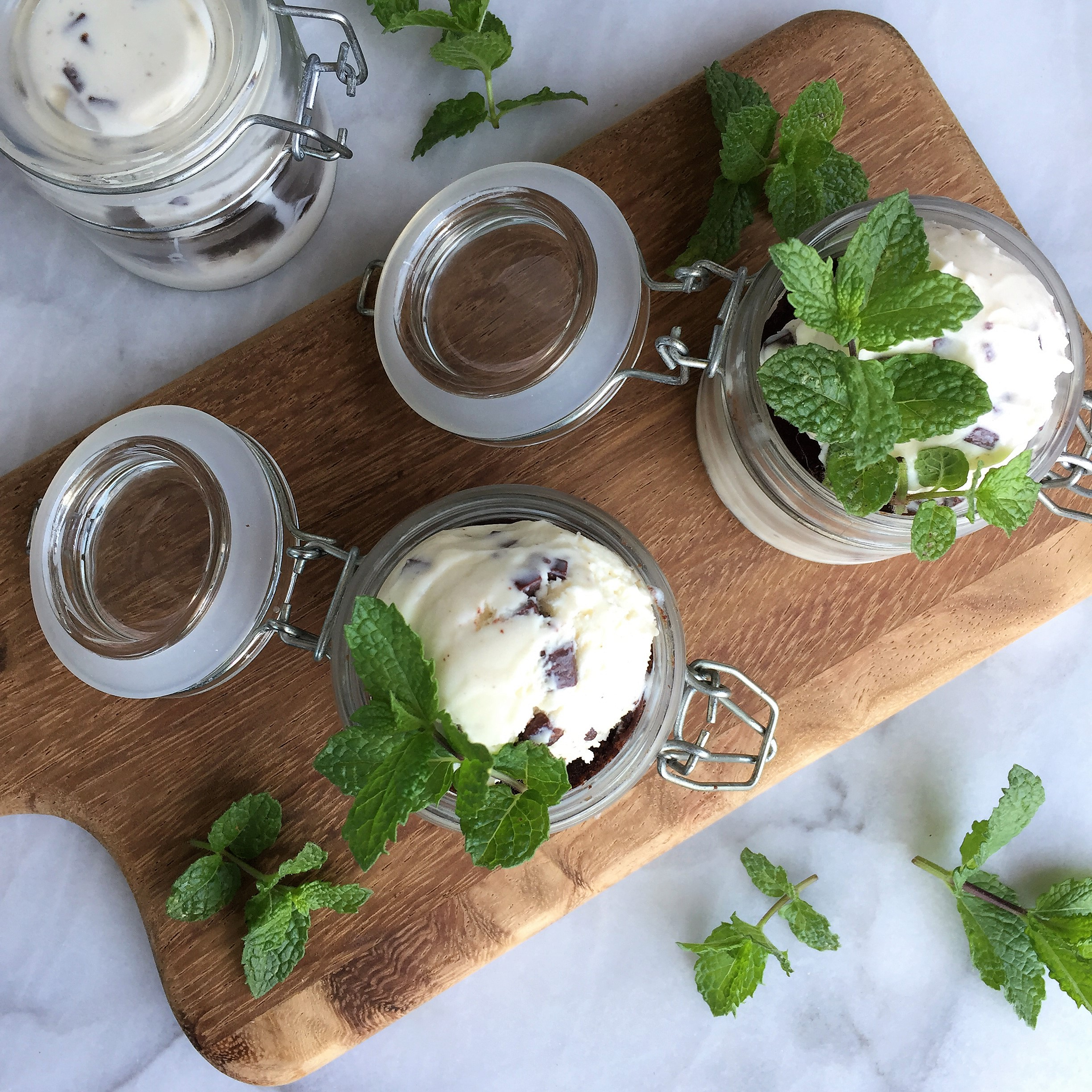 mini mint-chocolate brownie sundae jars