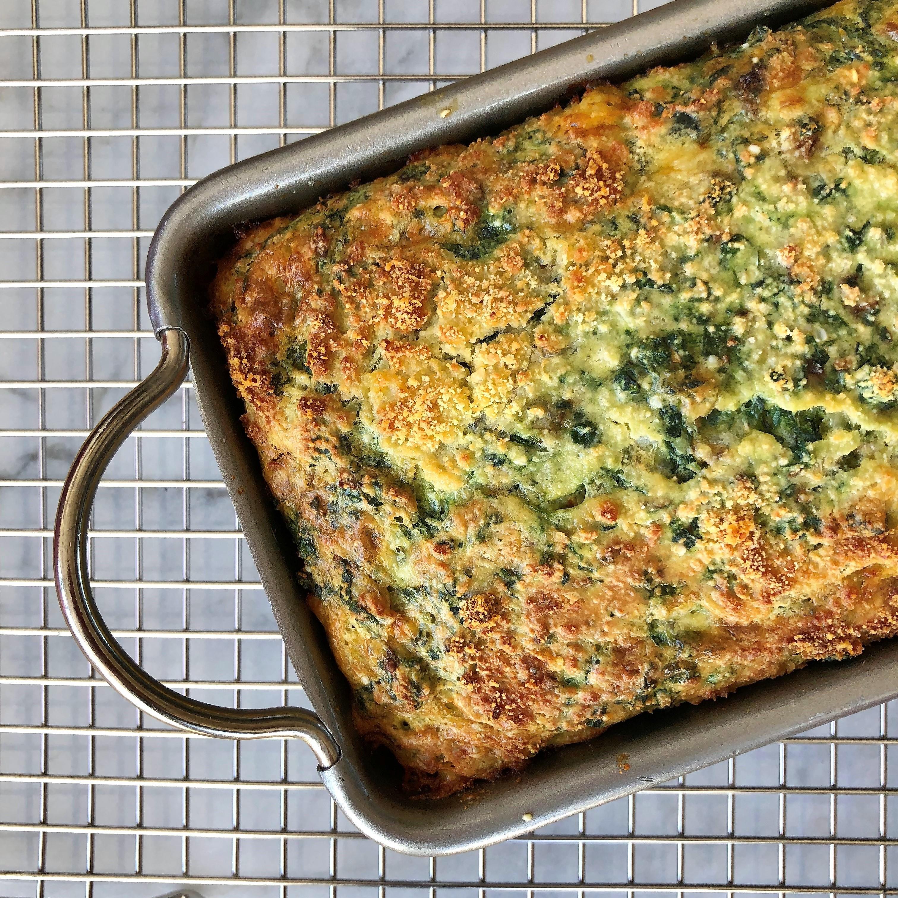 no-knead spinach-cheddar protein bread